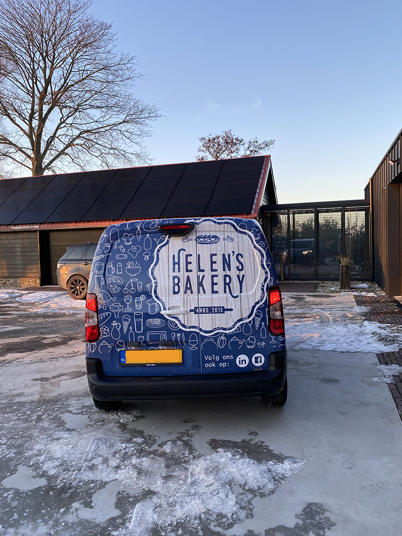 belettering helen's bakery